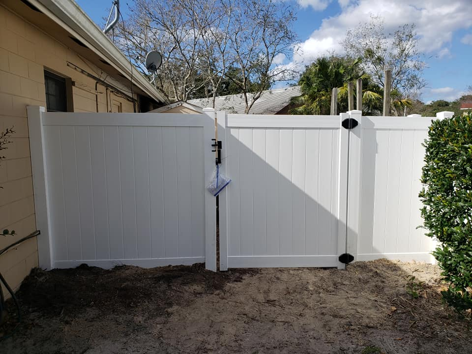 Professional fence companies near Tildenville