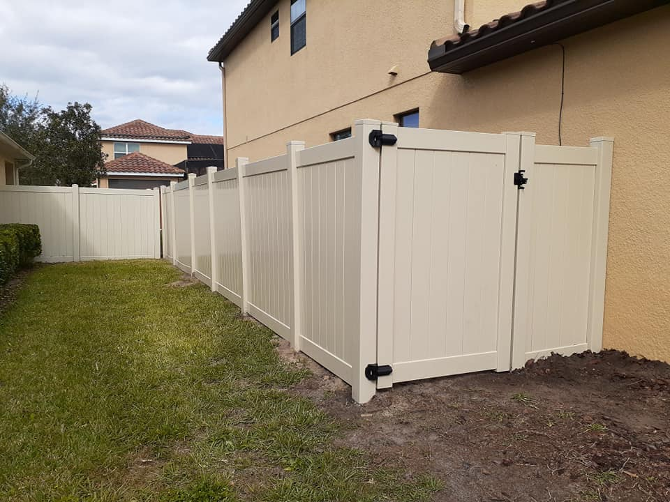 Professional fencing contractor near Williamsburg, Florida